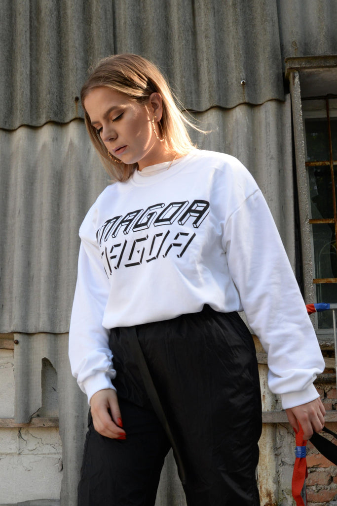 Māgoa x Kiss the future sweater in white - Studio183