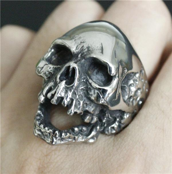 Walking Evil Skull Ring - BLACK RABBIT STORE