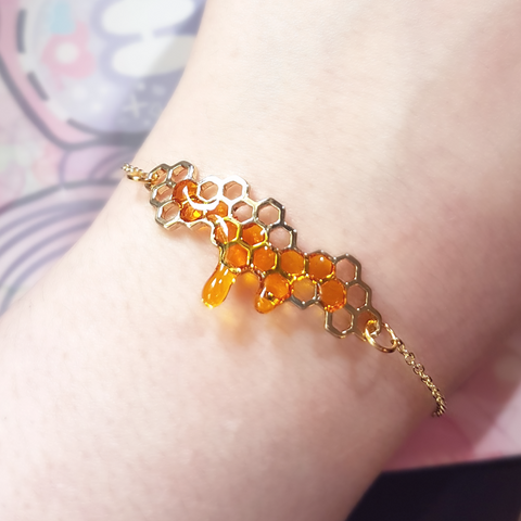 *PREORDER* Detailed Honeycomb Bracelet 18k Gold