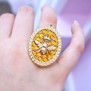 *DEFECT* Queen Bee Cameo Ring