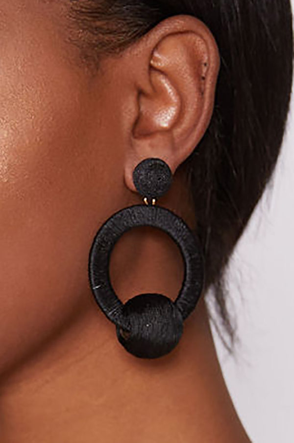 MIA THREADED HOOP EARRINGS - BLACK