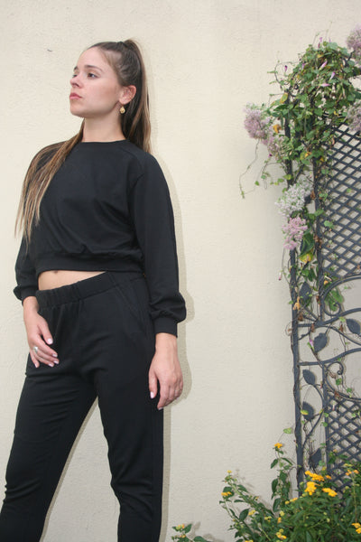 A fine line billy cropped top black