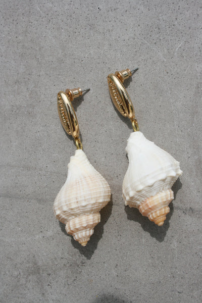 AMBER SCEATS Amelia Earrings Natural Shell