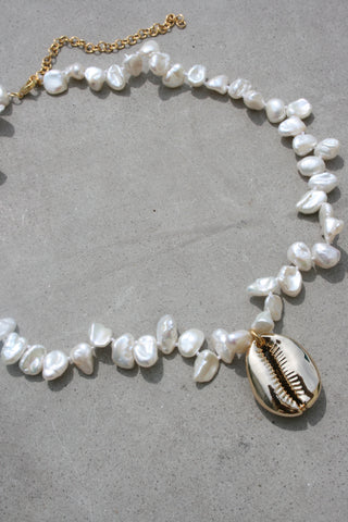 AMBER SCEATS Roza Necklace Natural Pearl