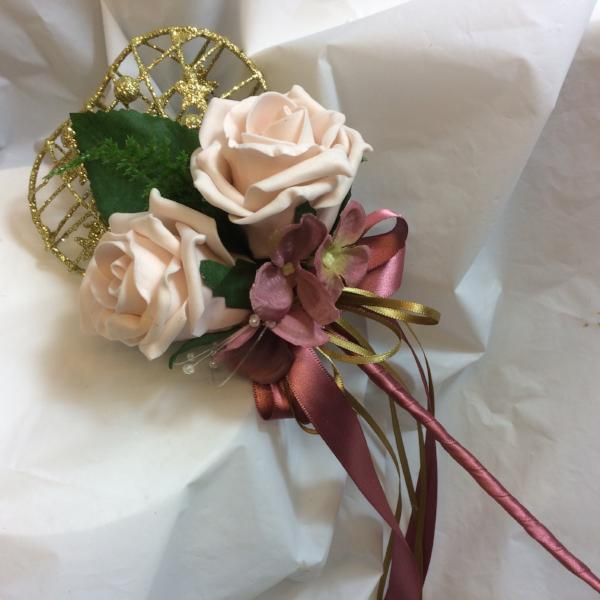 mocha pink roses decorate a gold colour heart shaped bridesmaids wand
