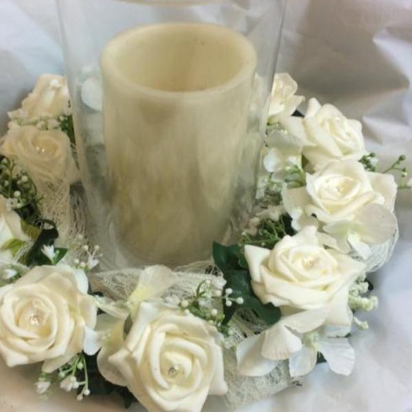 WIRED CIRCLET OF IVORY FOAM ROSES