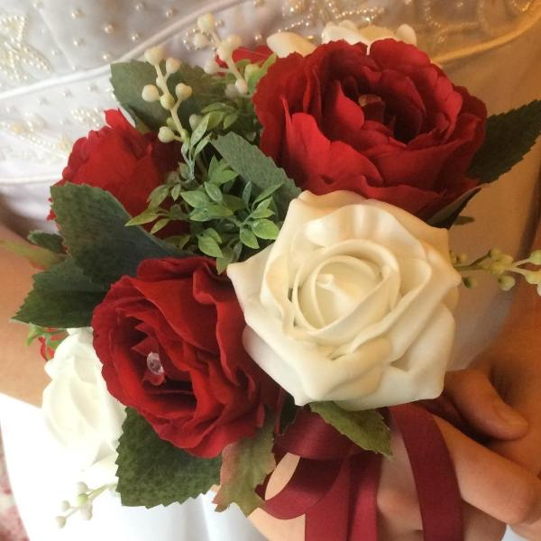 ivory and red rose bridesmaids bouquet
