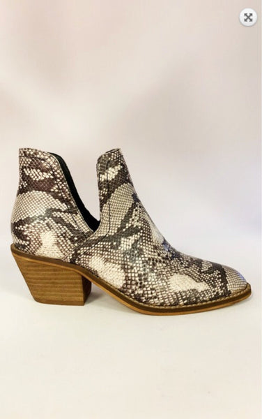 The Queen Cobra - snake print boot