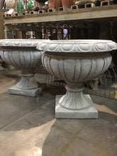 Grey Color of Round Fluted Urn, Cast Stone Urn, Concrete