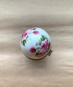 Top of Porcelain Egg with Roses and Painted Gold Surround, Collectible