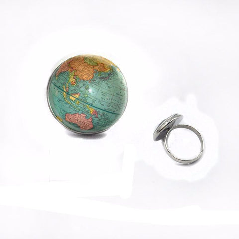 Earth pendant ring in silver.