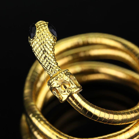 Picture of the serpent bracelet in gold in a close-up view.