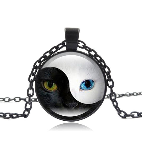 Yin and Yang blue-eyed cat necklace in black.