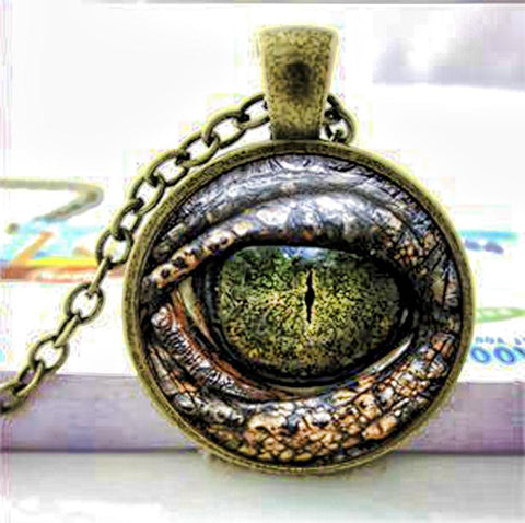 Dragon eye necklace in green.