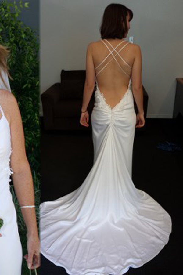 Simple Court Train Backless V Neck Sleeveless Wedding Dress with Appliques, PW166