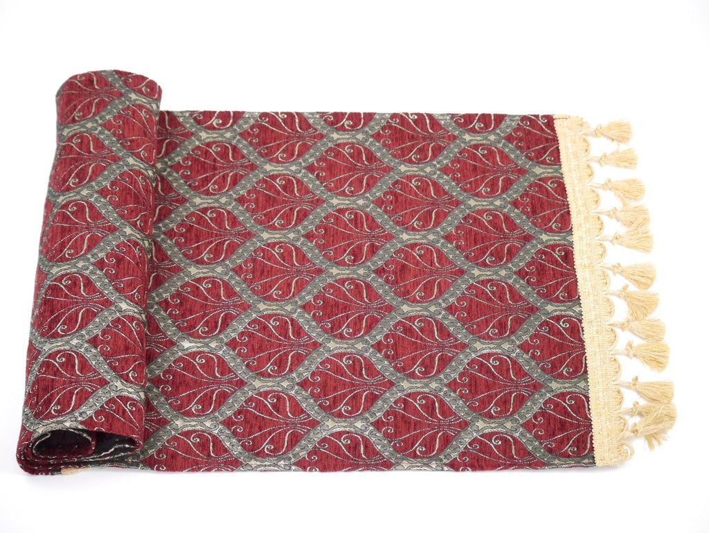 Table Runner Traditional, Maroon