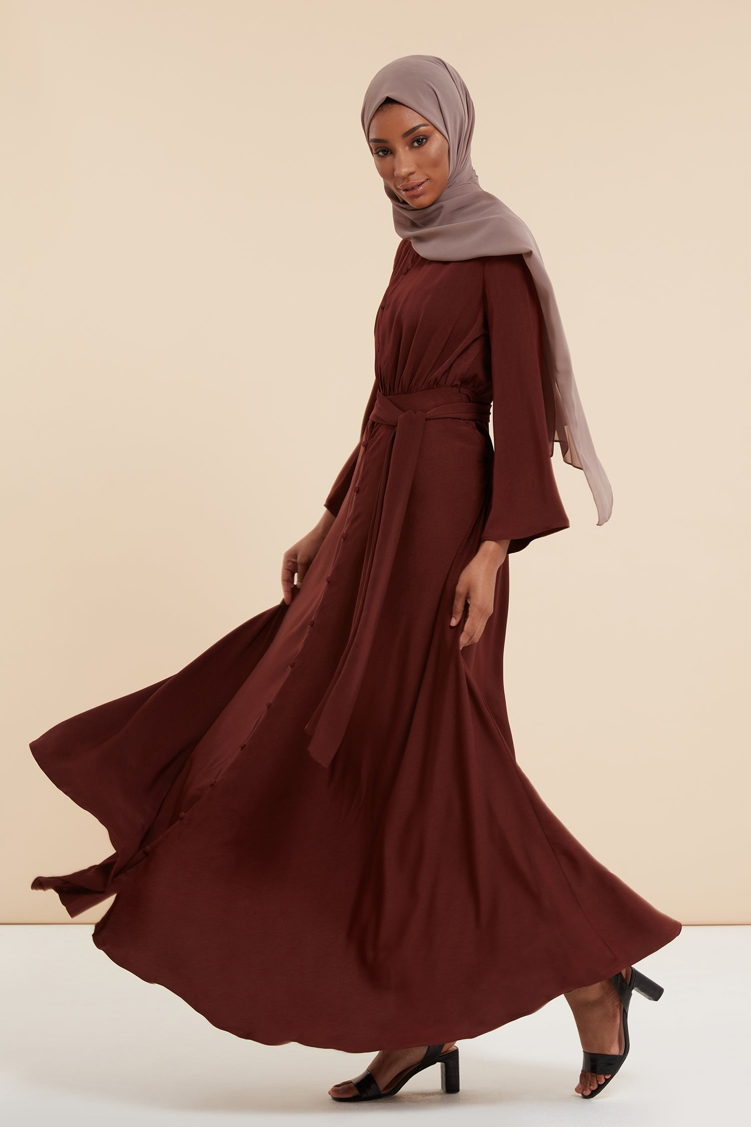 luxury abayas, kimono abayas, open abaya, flared abaya, loose abaya, tailored abaya