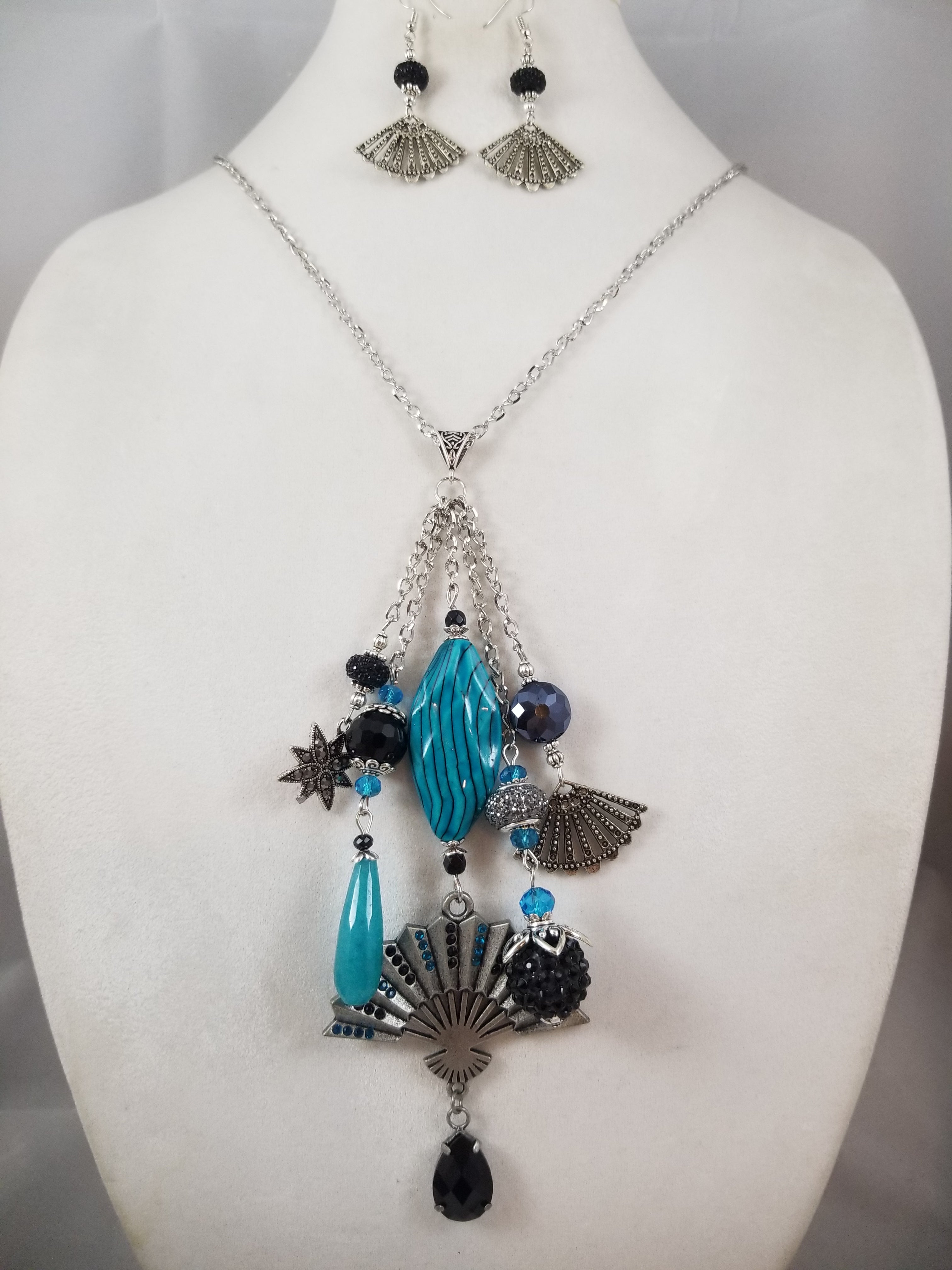 Big Fan Necklace with Earrings