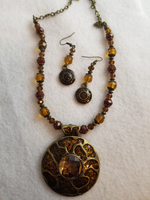 Ginger Medallion Necklace with Earrings