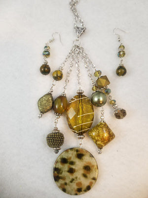 Mossy Day Necklace with Earrings