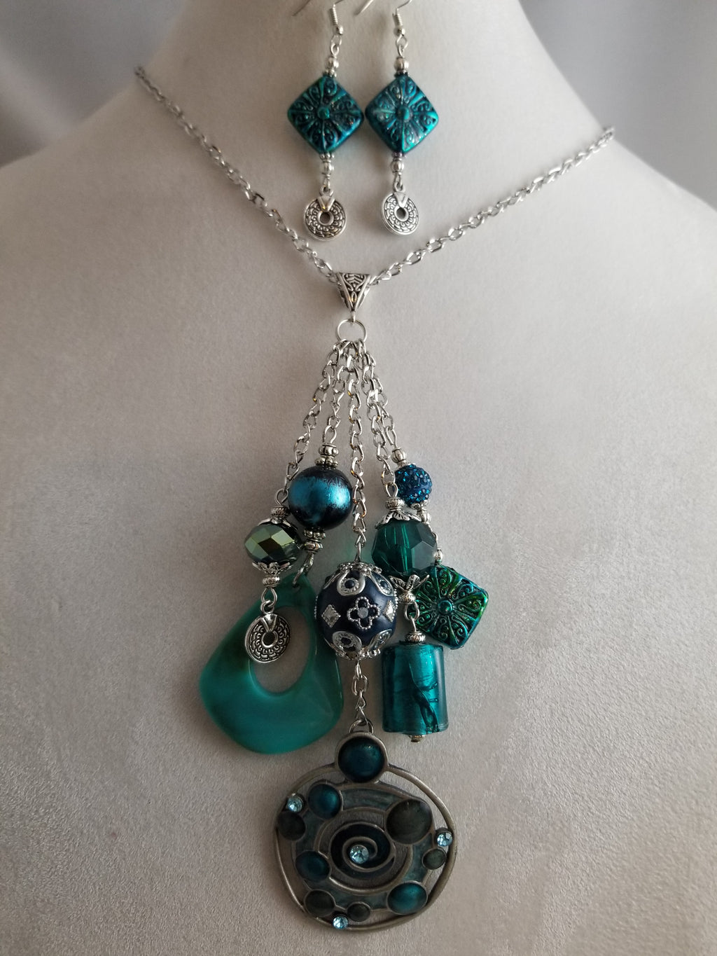 Oceanside Necklace with Earrings