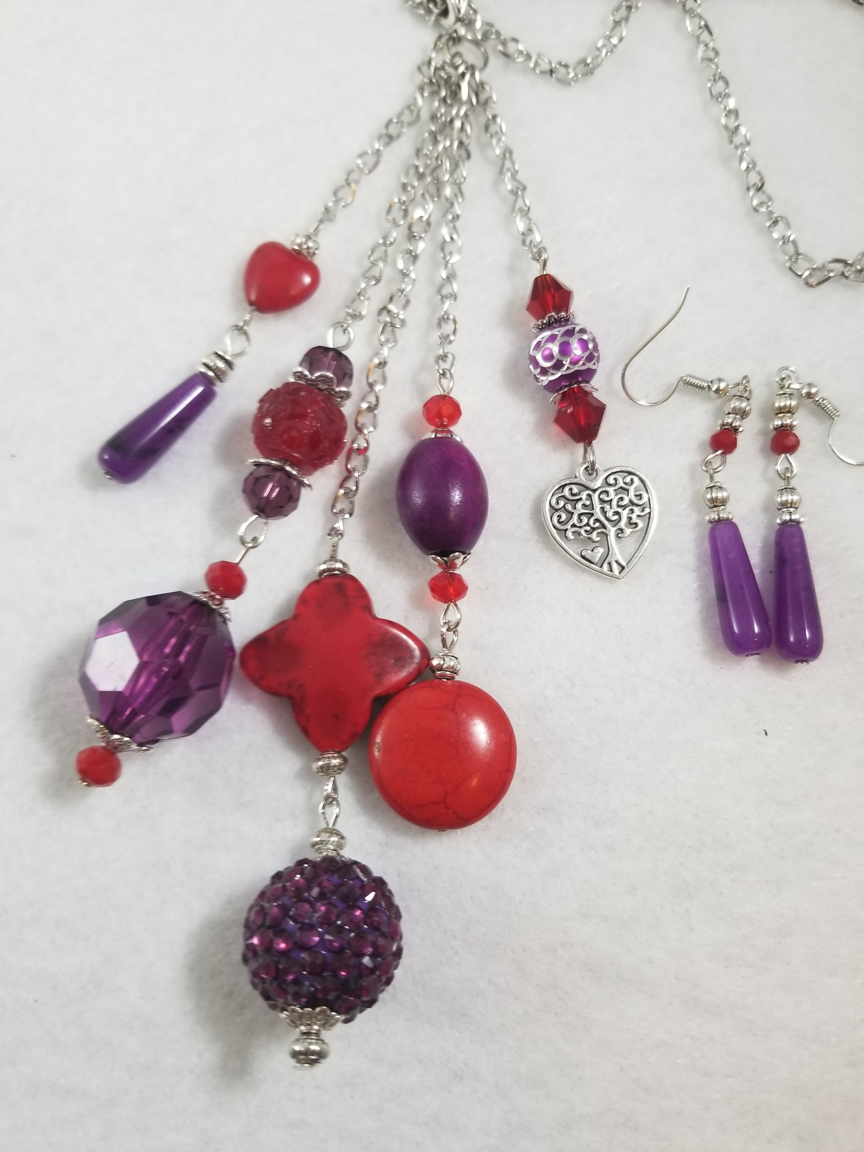Red Hat 8 Necklace with Earrings