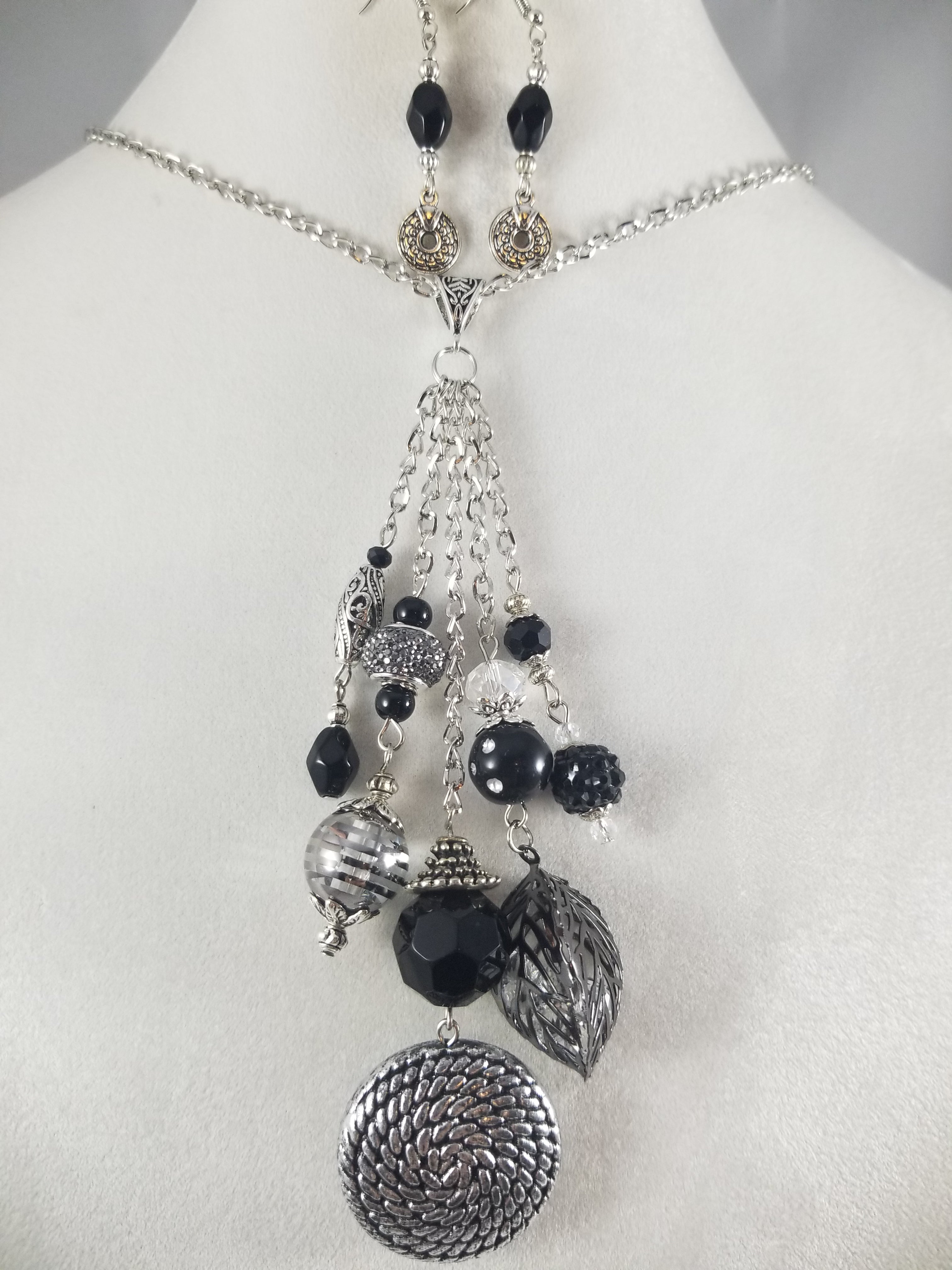 Sizzle Necklace with Earrings