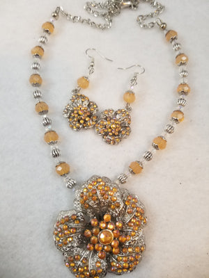 Tangy Flower Necklace with Earrings