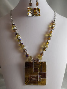 Tawny Butter Necklace with Earrings