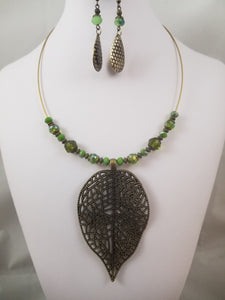 The Leaf Necklace with Earrings