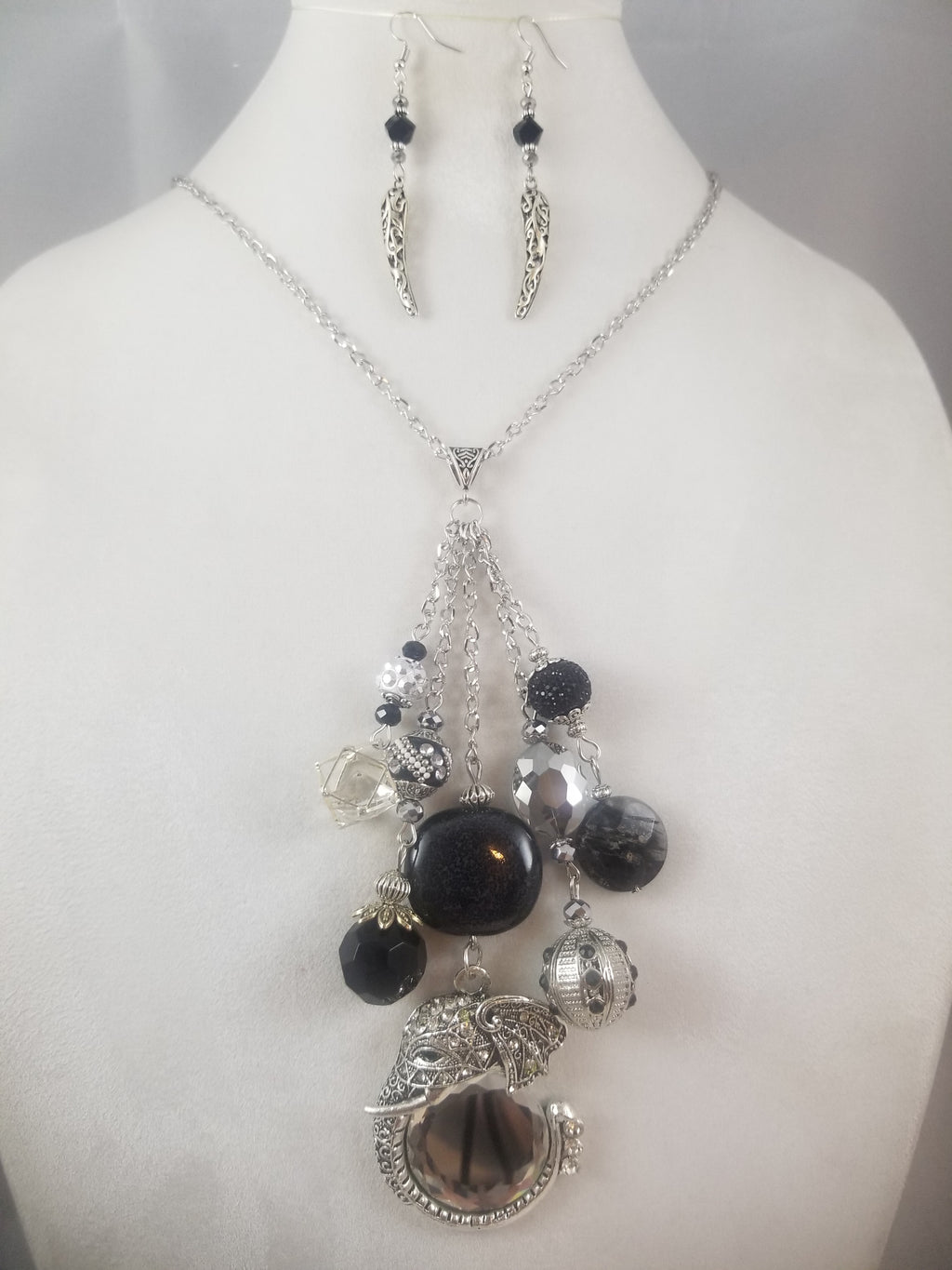 Zambica Necklace with Earrings