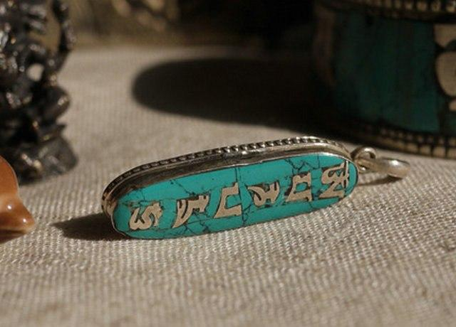 products/tibetan-mantra-amulet-5.jpg