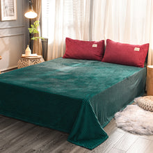 Load image into Gallery viewer, Soft Corduroy Velvet Fleece Quilt Cover Set - Green Rose Fantasy