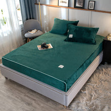 Load image into Gallery viewer, Thick Coral Velvet Flannel Bed Cover Set - Emerald