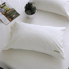 Load image into Gallery viewer, Luxury 100% Cotton Clipping Diamond 4pcs Bedding Set - White