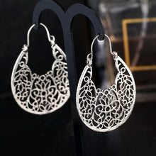 Load image into Gallery viewer, Aros Flower Earrings