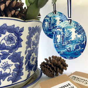 A pair of matching blue and white ceramic ornaments - Round Spode design RS
