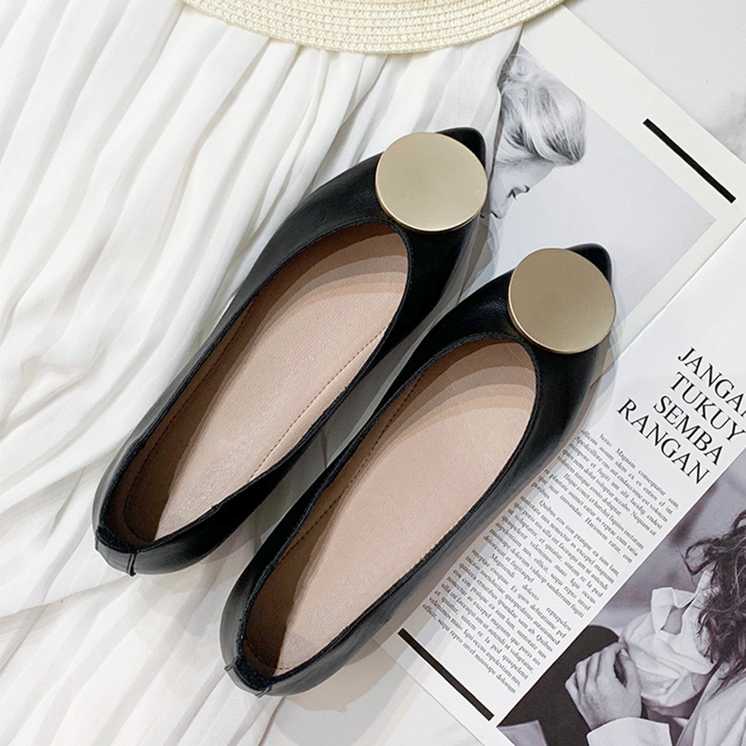 Pointed Flat Bottom Metal Decoration Mules