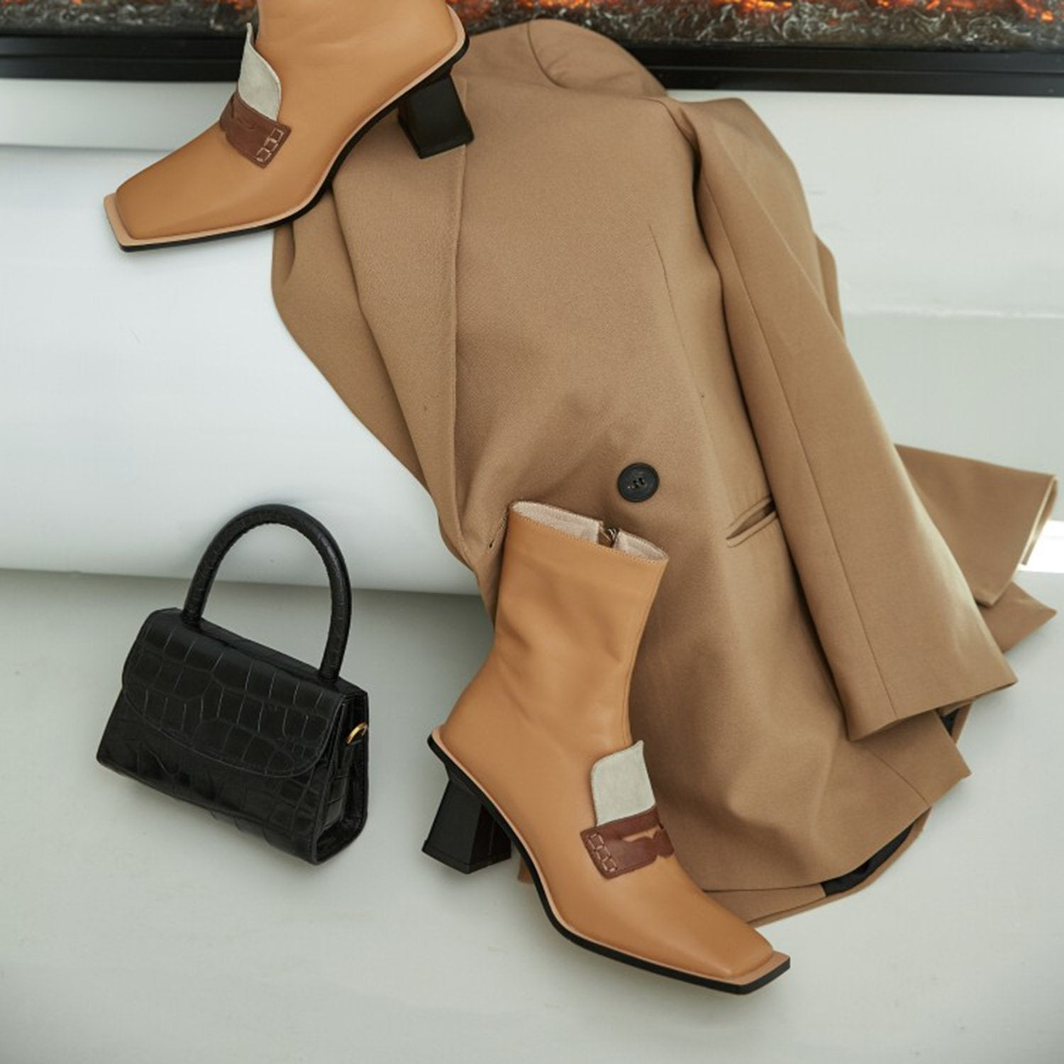 Squared Color Matching High Heel Boots