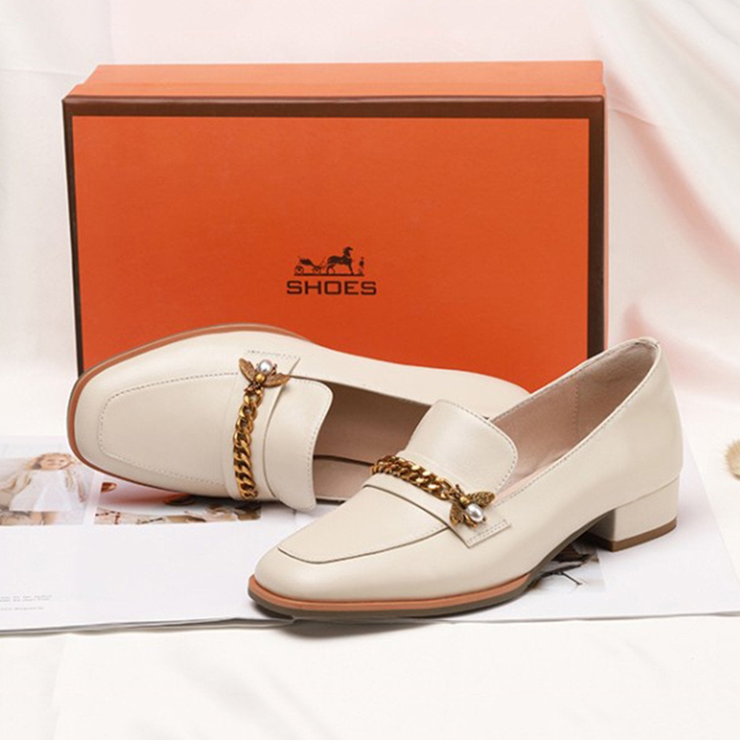 Bee Buckle Decoration Loafers