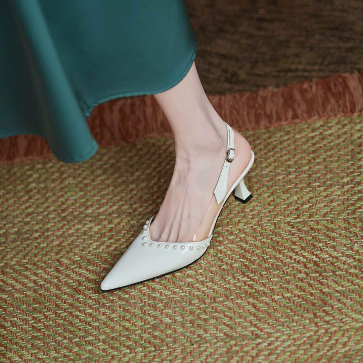 Pearl Pointed Toe Mid-heel Shoes