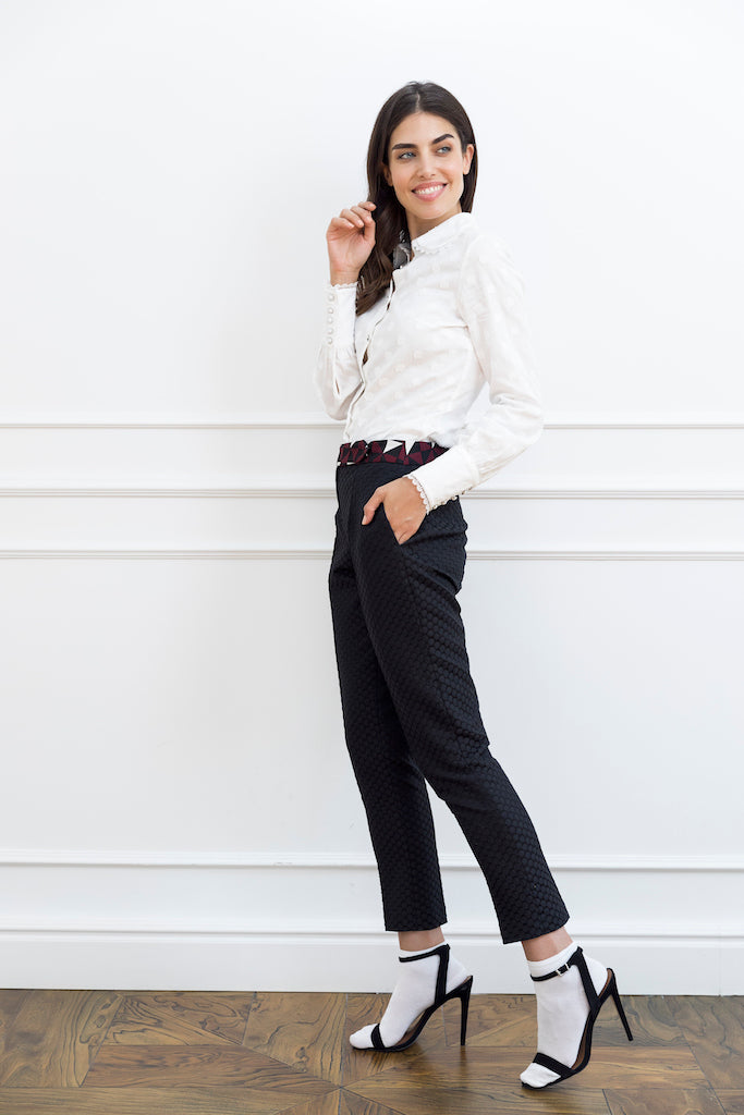 Black Woman Pant With Contrast Belt