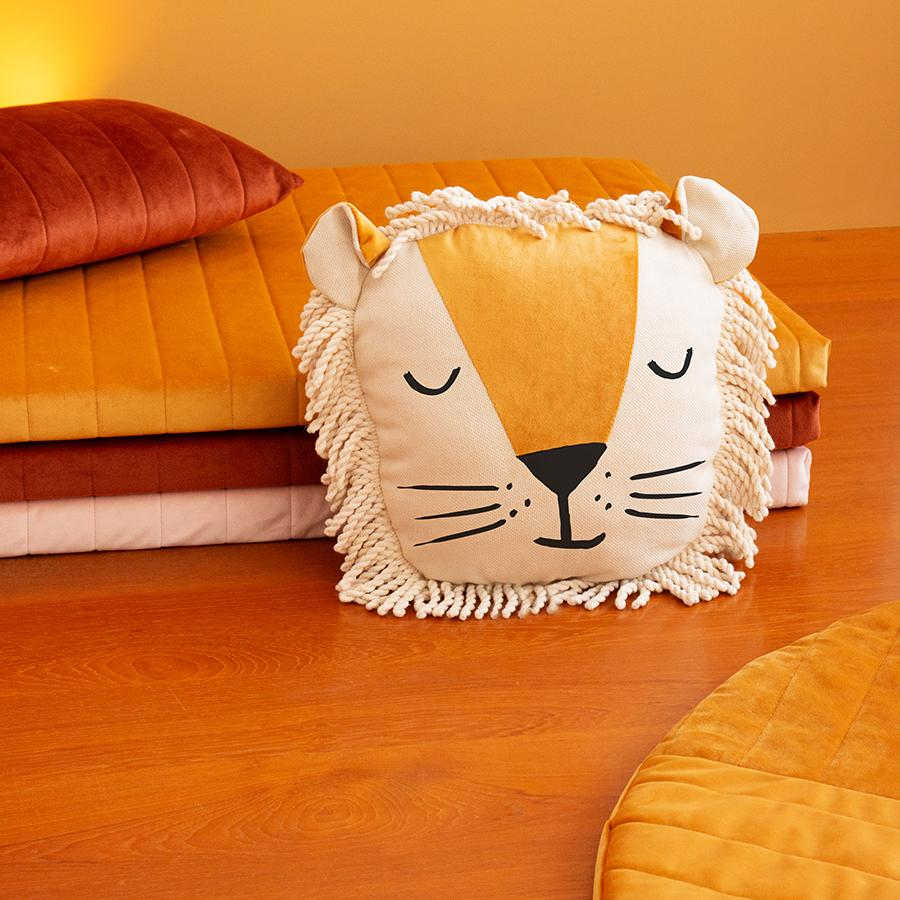 "Cushion ""Savanna Velvet Wild Animals Lion"""