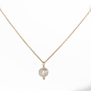 Back to basics single pearl necklace