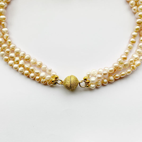 Bombom Fly Pearl Knotted Necklace Three String