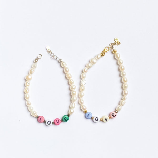 Pearl bracelet with word