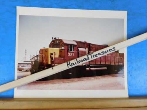 Photo Rock Island Railroad Locomotive #327 8 X 10 Color Armarillo TX 1976 GP35