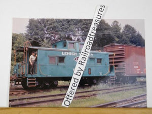 PHOTO Lehigh Valley Railroad Caboose #95103 8x12 Bluish colored