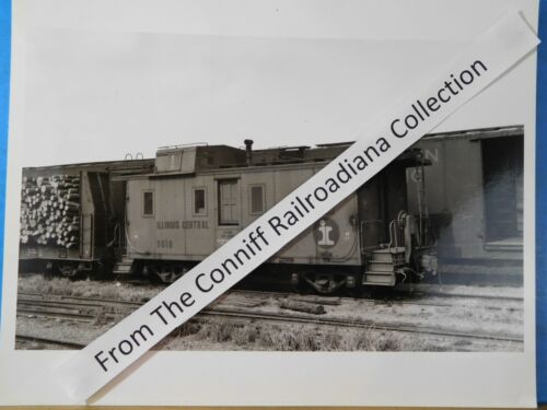 Photo Illinois Central Caboose #9610 8X10 B&W