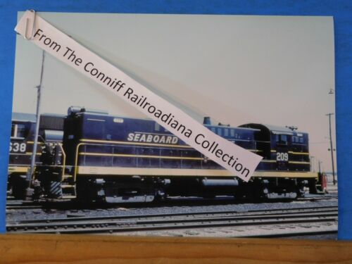 Photo SeaBoard Coast Line Locomotive #209 8X11.5 Color Hamlet NC 1972